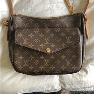 Louis Vuitton Monogram Messenger bag!